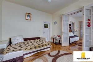 Apartament cu 3 camere de vânzare în zona Rahova