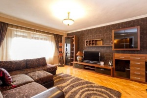 Apartament cu 3 camere de vânzare în zona Calea Calarasilor