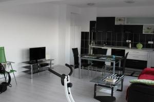 Apartament 4 camere , decomandat,  Scoala Americana.