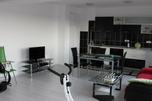 Apartament cu 4 camere , decomandat, situat in apropierea Scolii Americane.