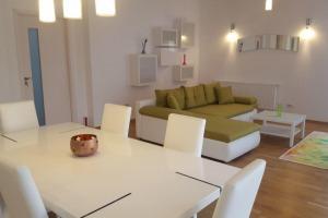 Apartament 4 camere, semidecomandat, Cartierul Francez.