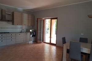 Apartament cu 4 camere in zona Erou Iancu Nicolae.