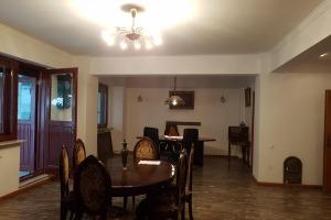 Apartament 5 camere zona Polona