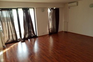 Apartament de lux 3 camere zona Stefan Cel Mare