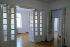Apartament in vila pozitionat foarte bine pentru activitati comerciale