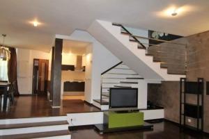 Vilă Batbu Vacarescu,5 camere,300 mp teren