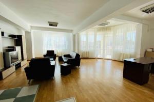 Bucuresti Noi, parc Bazilescu, supr 148 mp, mobilat, garaj si curte