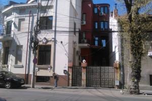 Casă / Vilă cu 14 camere de închiriat în zona Calea Calarasilor
