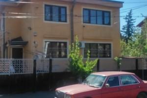 Casă / Vilă cu 5 camere de închiriat în zona Drumul Sarii
