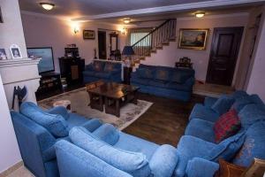 Vilă cu 9 camere în zona Erou Iancu Nicolae , Pipera.