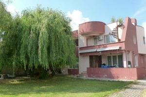 Casă / Vilă cu 5 camere în zona Sisesti
