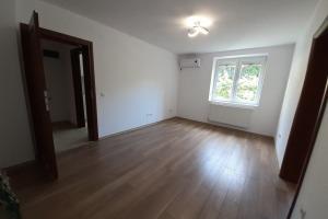 Cotroceni Apartament 3 camere nemobilat renovat 2020 curte 600mp zona linistita