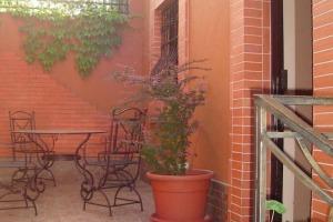 Decebal-Piata Muncii: vila consolidata art deco