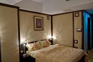 Hotel 4 stele