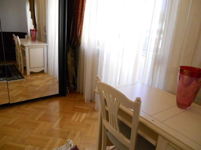 rent Photo