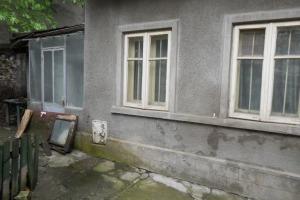 Matei Voievod-Casa in curte comuna