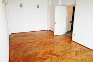 Piata Unirii apartament vedere superba decomandat 2 camere nemobilat