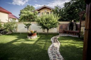 Pipera , vila P+1+M , 390 mp contruiti, 4 dormitoare. 411.000 euro.