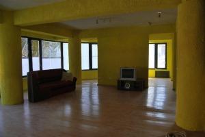 Recent renovata: vilă cu 10 camere în zona Matei Voievod