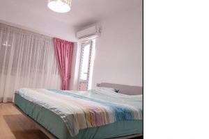 Romana, apartament 4 camere, renovat si mobilat lux!