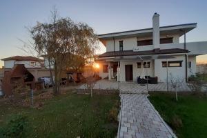 Saftica Ilfov Vila 257mp, 6 camere, Curte Teren 1227 mp, nou 2015