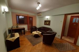 Titulescu Banu Manta 3 camere, mobilat NOU pt locuit