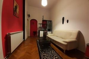 Victoriei Lascar Catargiu 2 camere, mobilat utilat, vila curte comuna